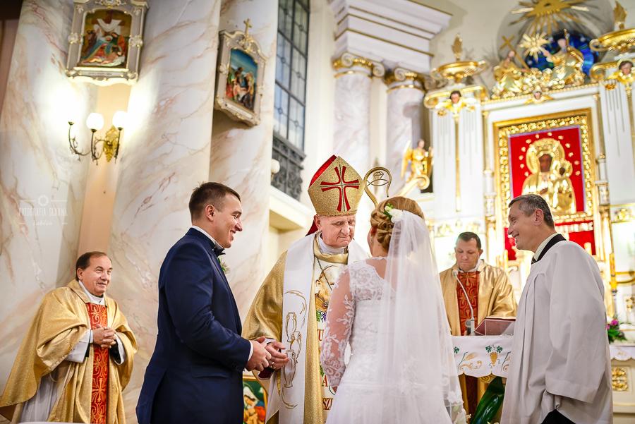 ceremonia-slubu-niedrzwica-biskup-13