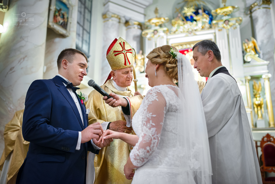 ceremonia-slubu-niedrzwica-biskup-17