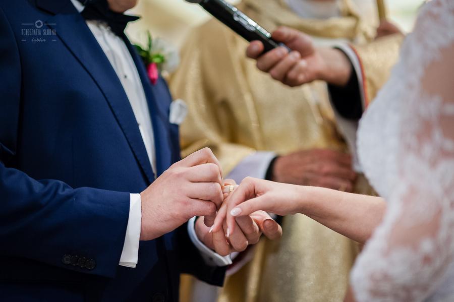 ceremonia-slubu-niedrzwica-biskup-18