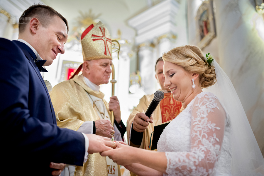 ceremonia-slubu-niedrzwica-biskup-19