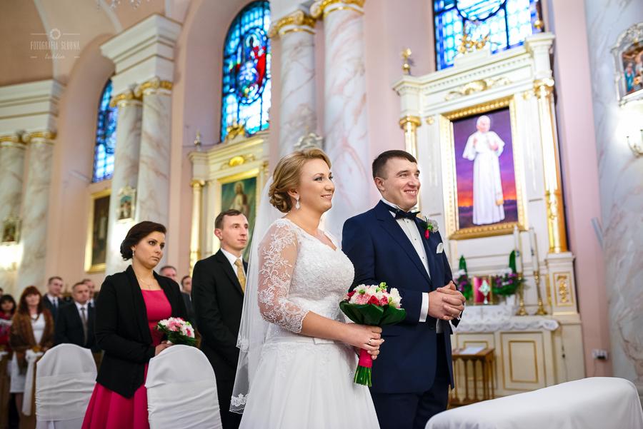 ceremonia-slubu-niedrzwica-biskup-25