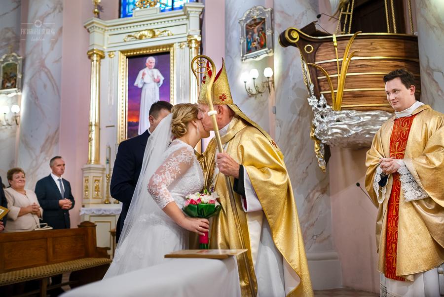 ceremonia-slubu-niedrzwica-biskup-26