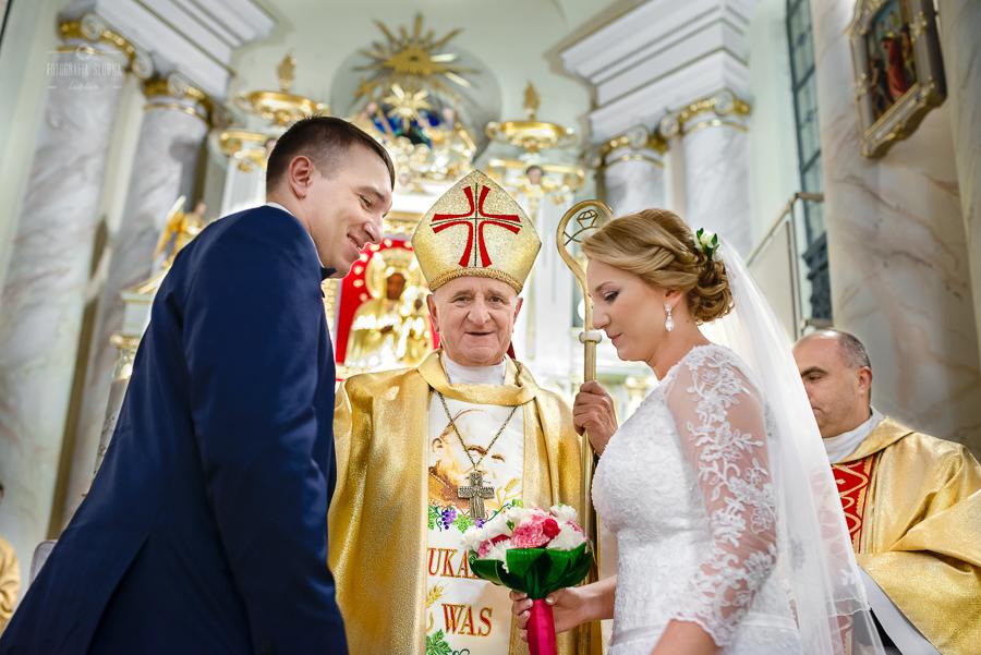 ceremonia-slubu-niedrzwica-biskup-28