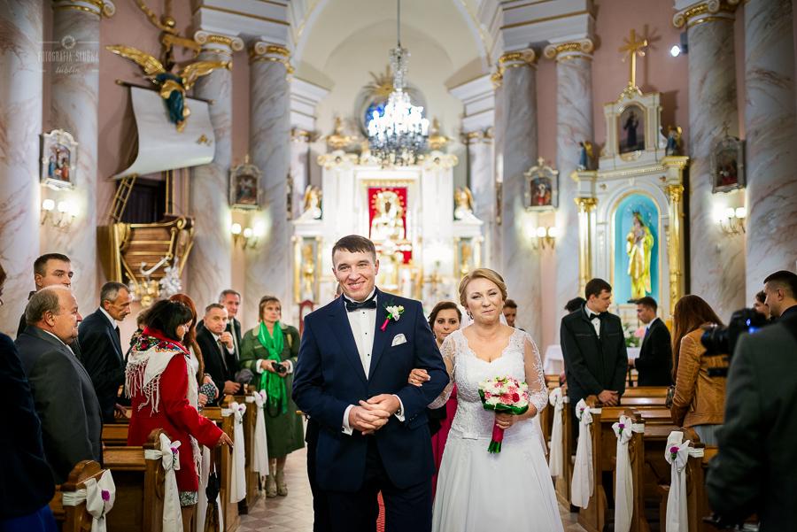 ceremonia-slubu-niedrzwica-biskup-29