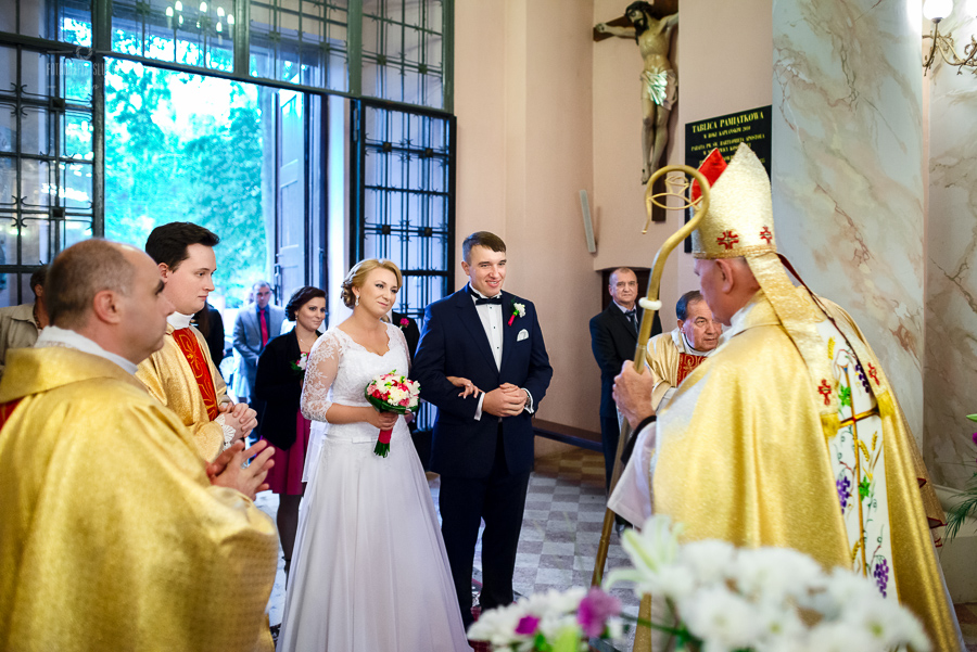 ceremonia-slubu-niedrzwica-biskup-3