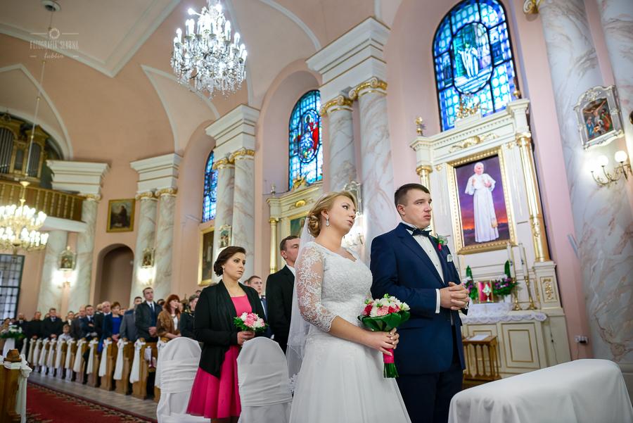 ceremonia-slubu-niedrzwica-biskup-6