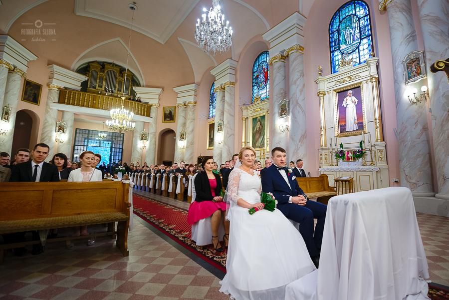 ceremonia-slubu-niedrzwica-biskup-8